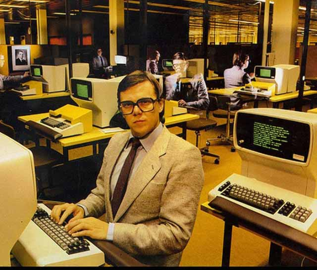 vintage-computers-1970s-modern-office